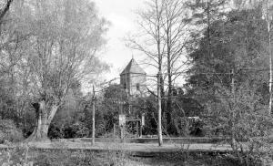 Kerk vanaf de sluis