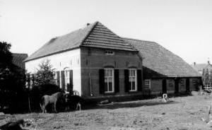 Geesterensebinnenweg Boerderij Schoneveld werd afgebroken voor nieuwbouw 2003