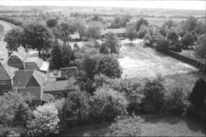 Steenstraat Vanuit de kerktoren zicht op de straat Boomgaarden in wording 1988