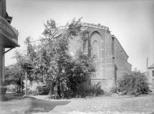 Muraltplein Cycloonschade aan de Joriskerk, links kruidenier Zijlstra nog net zichtbaar  1925